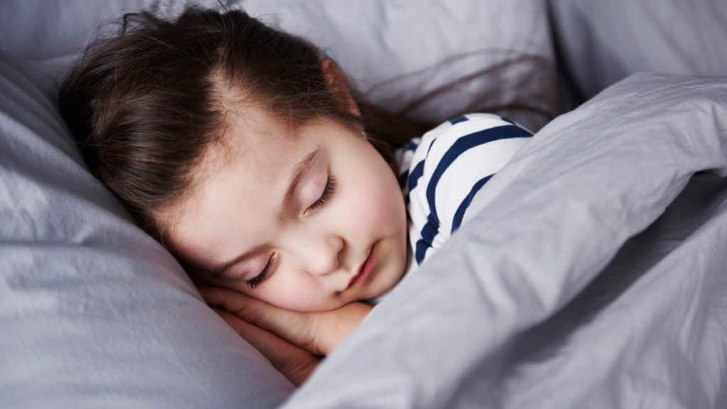 membiasakan anak tidur siang