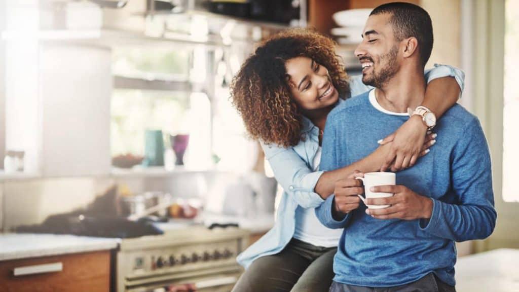 menghabiskan waktu dengan pasangan