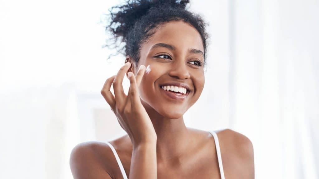 Mana yang lebih penting: kulit kinclong atau kulit sehat?