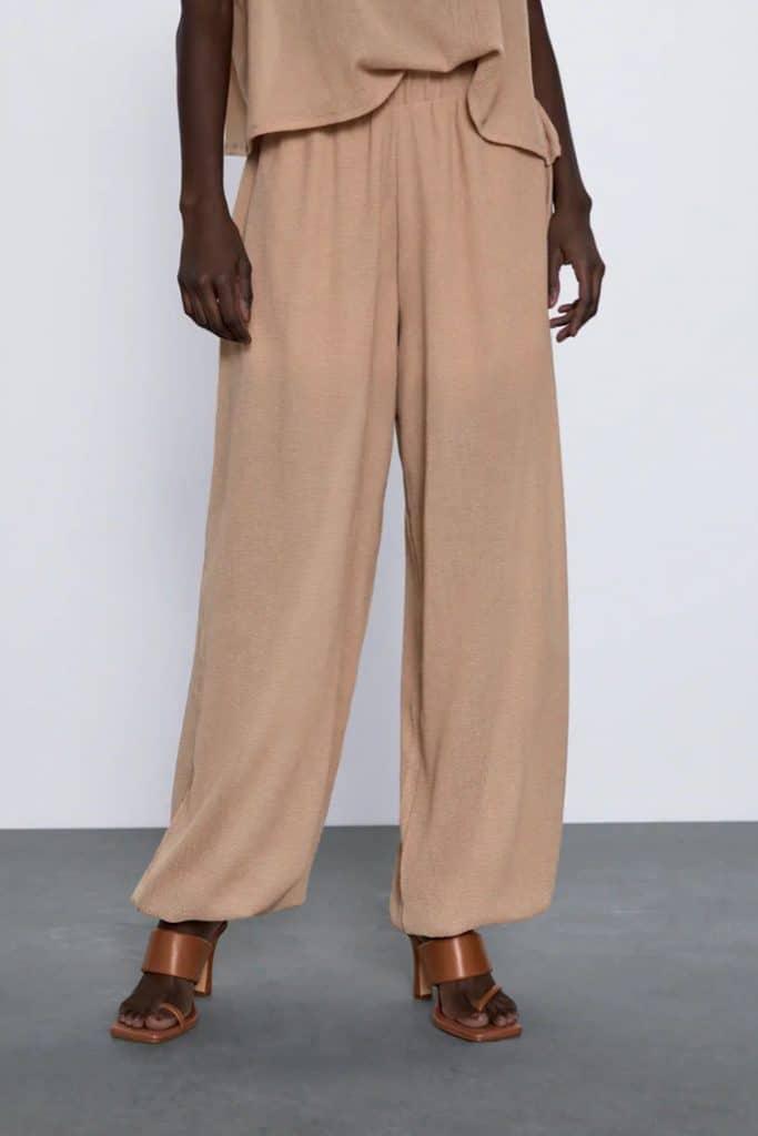 celana dengan pinggang elastis