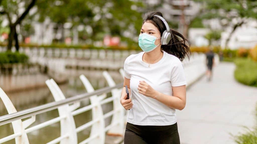 olahraga sambil memakai masker