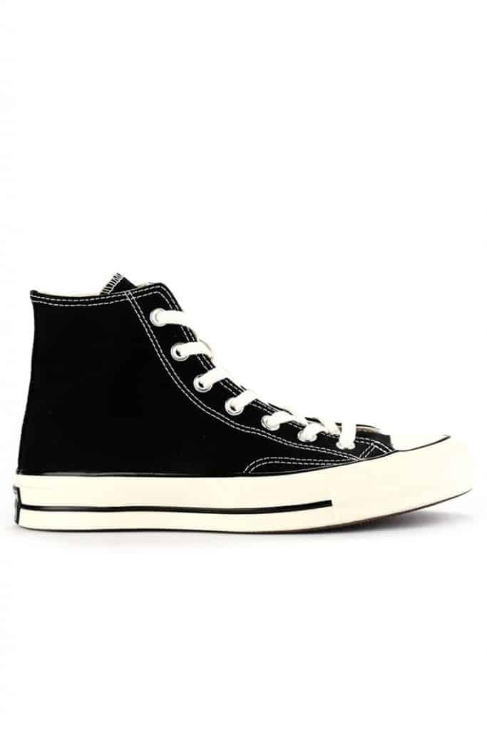 padu-padan-gaun-dan-sneakers