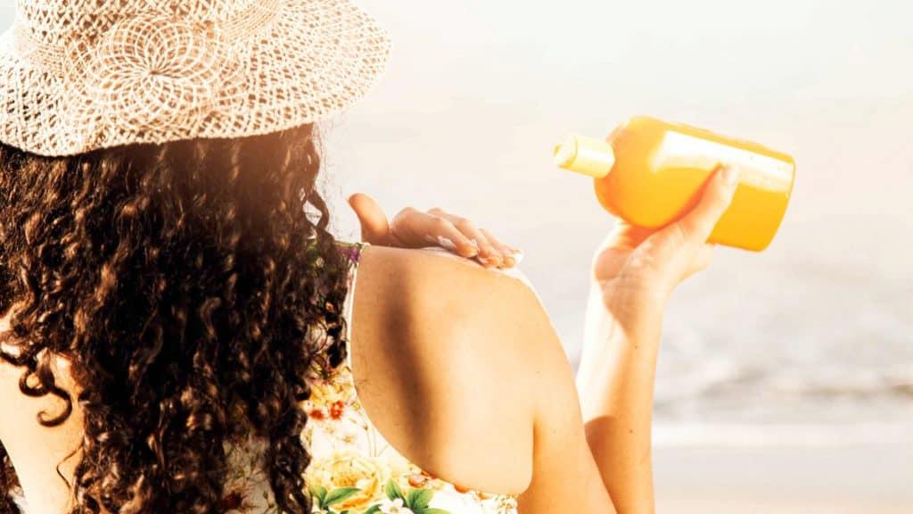 beda sunscreen dan sunblock