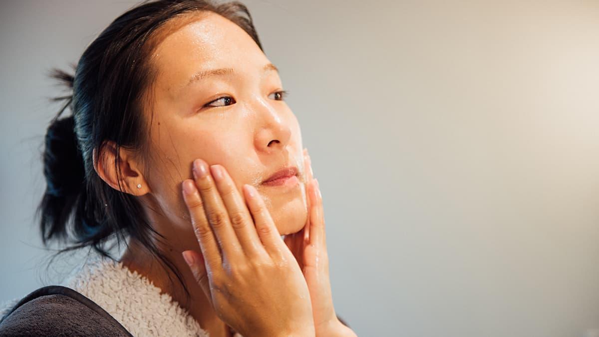 cara menghilangkan minyak di wajah
