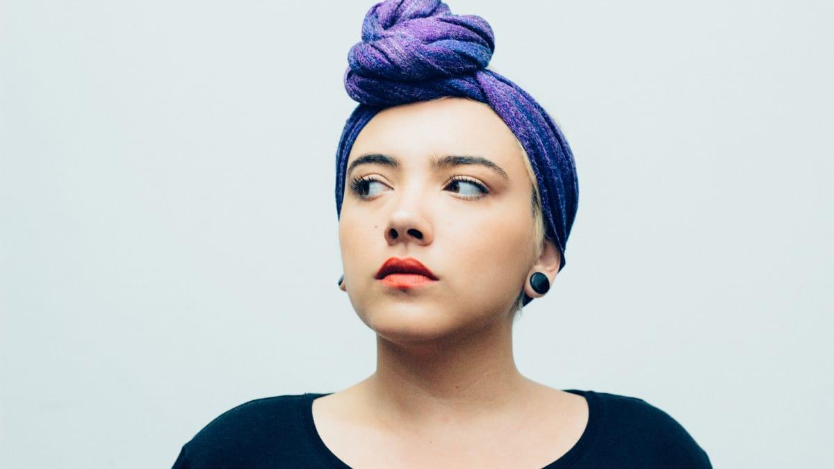 paduan warna ungu tua